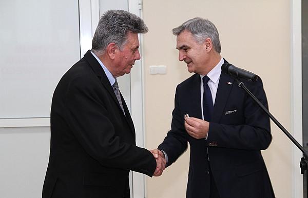 Odznakę wręczya Bogdan Dyjuk – Członek Zarządu Województwa Podlaskiego