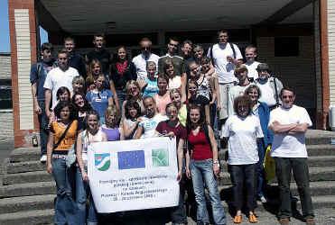 Grupa młodzieży z augustowskich szkół ponadgimnazjalnych