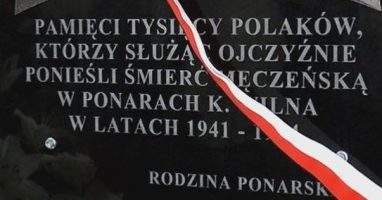 Odsłonięcie tablicy ku czci pomordowanych w Ponarach