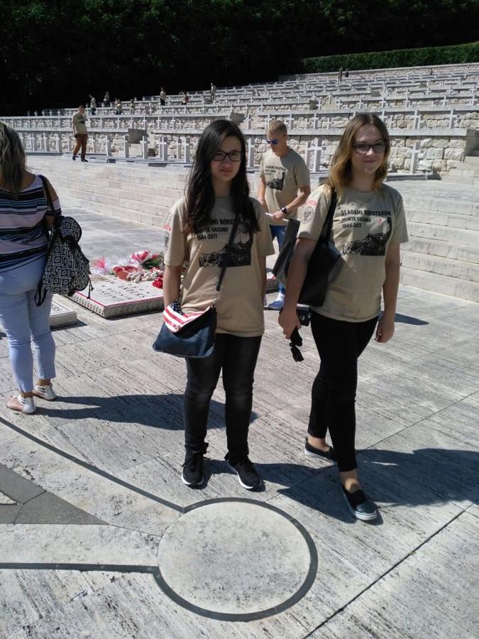Uczennice I LO Augustów na Monte Cassino