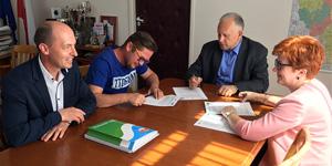 Podpisanie umowy na modernizację budynku MOS