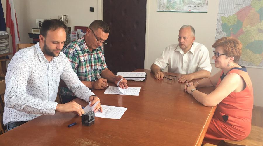 Podpisanie umowy na budowę mostu w Bargłówce