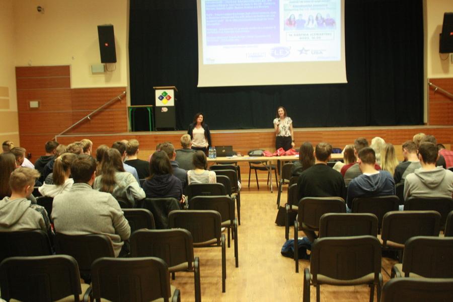 Spotkanie młodzieży z konsulem amerykańskim - fot.1
