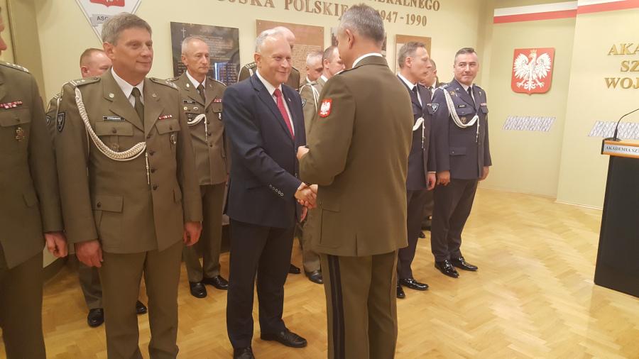 Wyróżnienie Jarosława Szlaszyńskiego – historyka wojskowości i starosty, za szczególne zasługi dla Uczelni