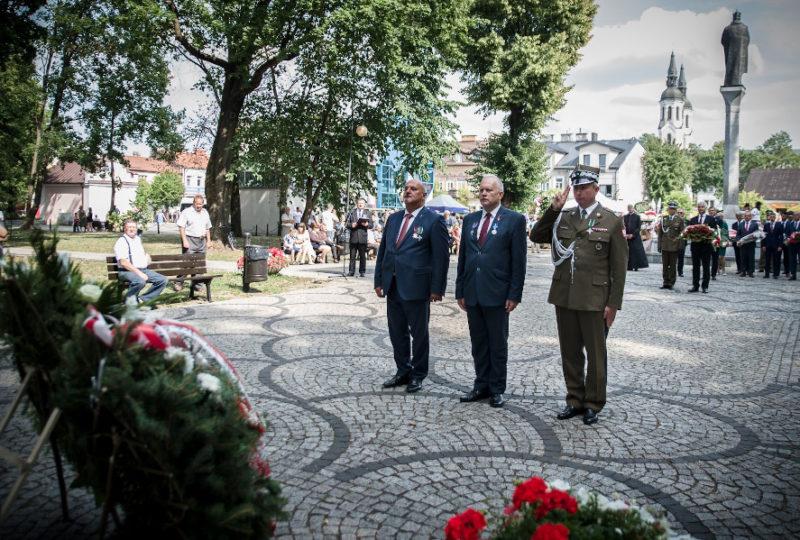 Złożenie wieńca od społeczności Powiatu Augustowskiego