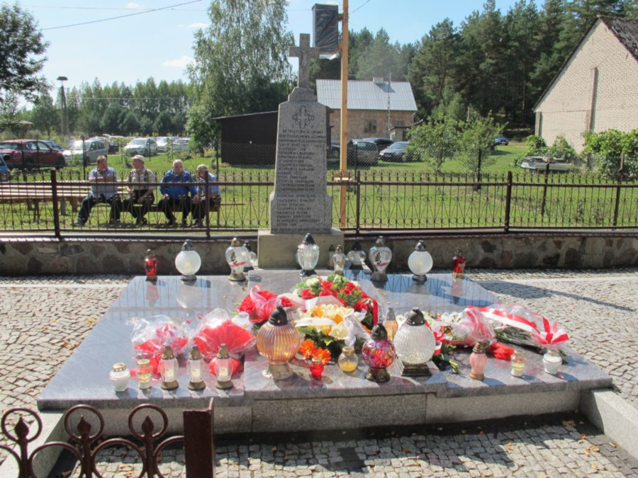 Zbiorowa mogiła pomordowanych mieszkańców wsi Jasionowo