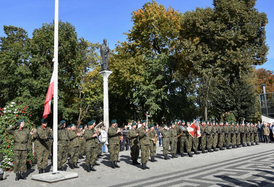 Uroczystość odsłonięcia pomnika Ofiar Obławy Augustowskiej na Rynku Zygmunta Augusta