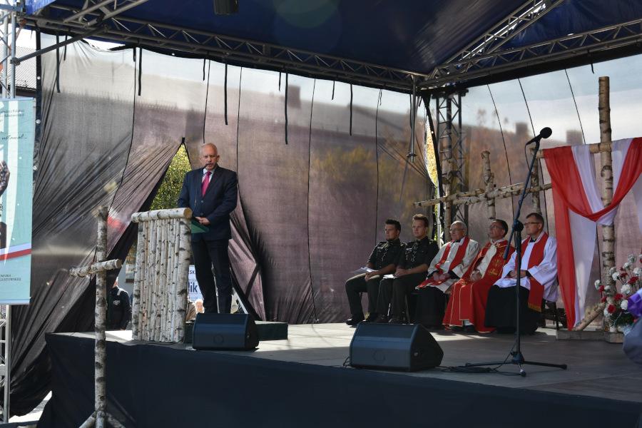 Przemówienie Starosty Jarosława Szlaszynskiego na Rynku Zygmunta Augusta