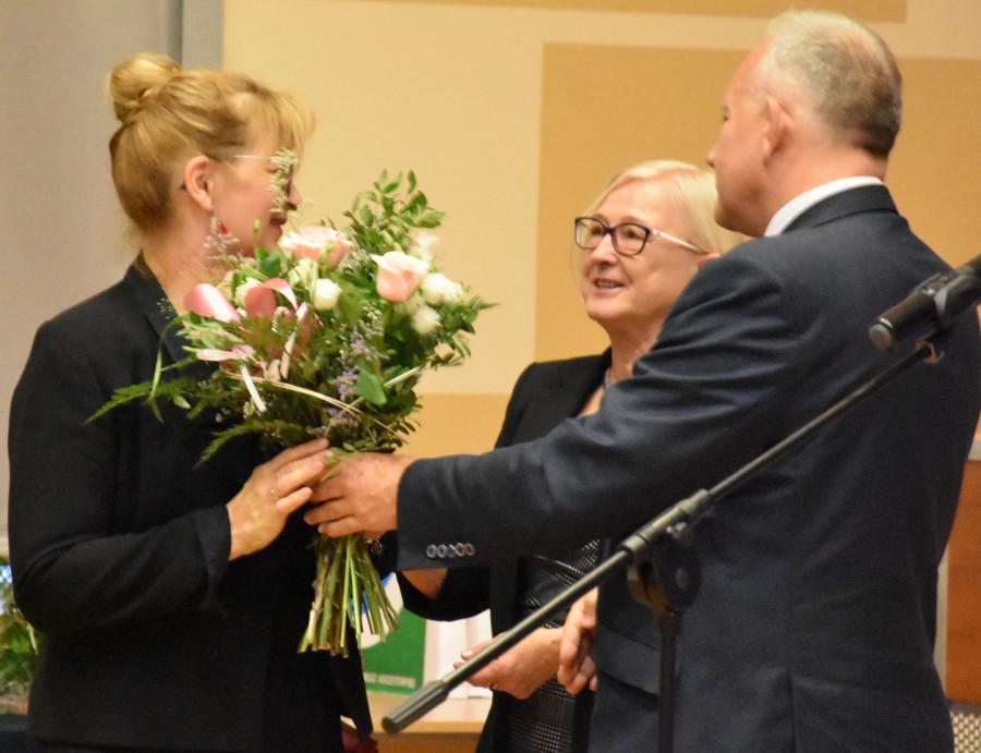 Złożenie gratulacji Bożenie Bendig – nauczycielce ZSO