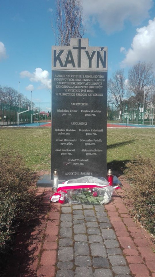 zdjęcie pomnika pamięci ofiar zbrodni katyńskiej