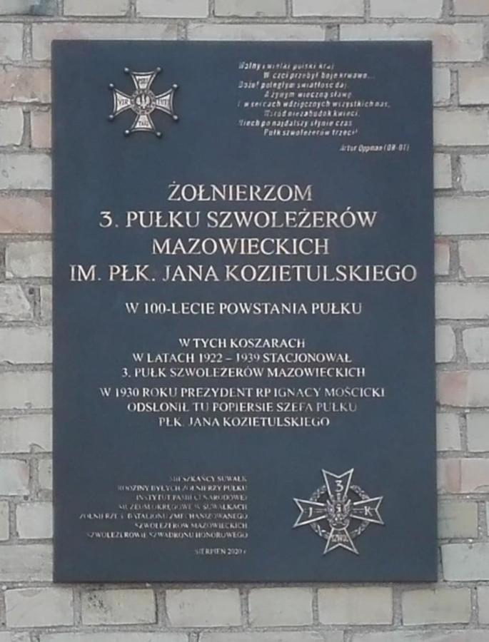 Tablica upamiętniająca żołnierzy 3. Pułku Szwoleżerów Mazowieckich im. płk. J. Kozietulskiego odsłonięta w Suwałkach w dniu 22 sierpnia 2020 r., w 100-lecie powstania Pułku