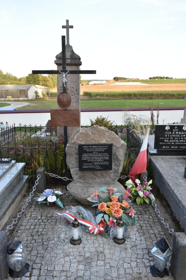 Mogiła-pomnik żołnierzy poległych pod Siółkiem, przypominający o stoczonych walkach z bolszewikami podczas Bitwy Niemeńskiej w 1920 r.