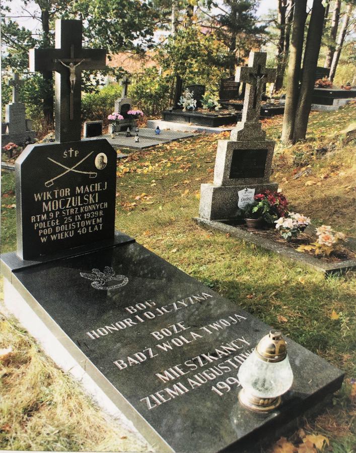 Grób rotmistrza Wiktora Macieja Moczulskiego na cmentarzu w Jaminach.