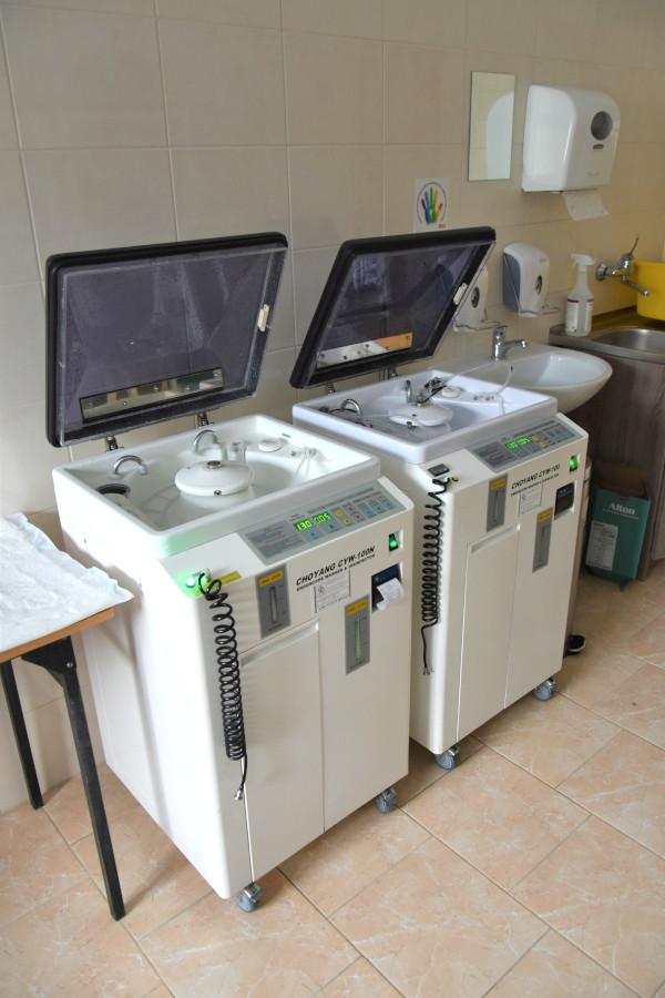 Dwie sztuki myjek endoskopowych zakupionych w ramach dofinansowania ze środków Państwowego Funduszu Celowego do SPZOZ w Augustowie