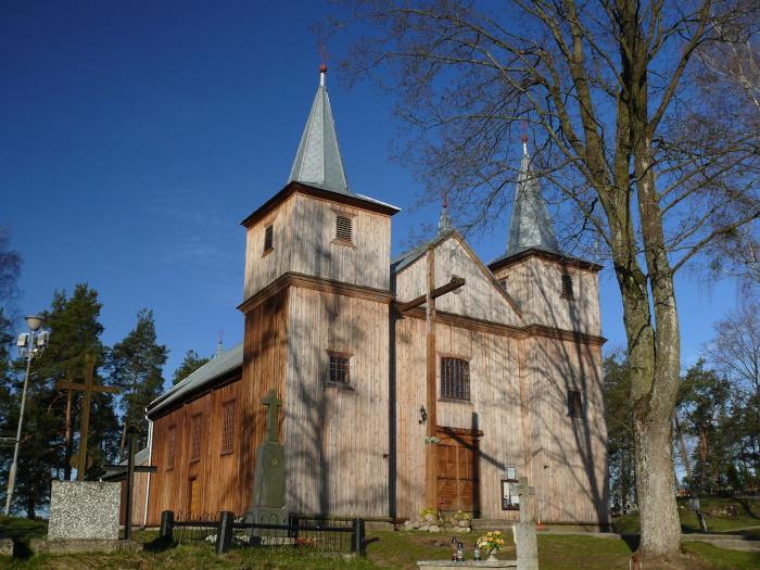 kościół drewniany w Jaminach