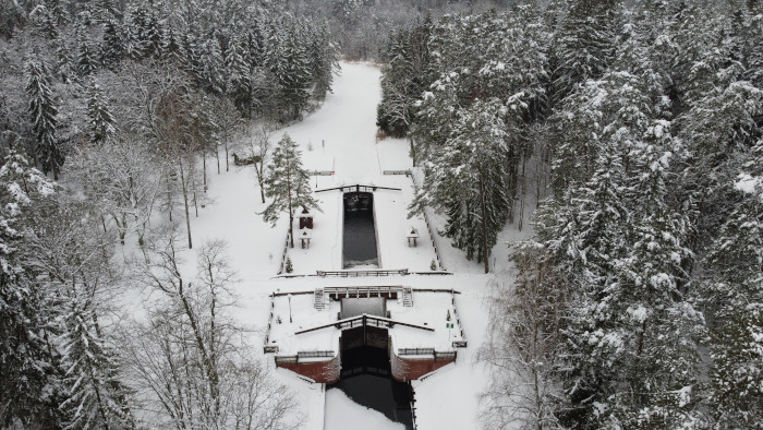 Śluza Perkuć na Kanale Augustowskim zimą